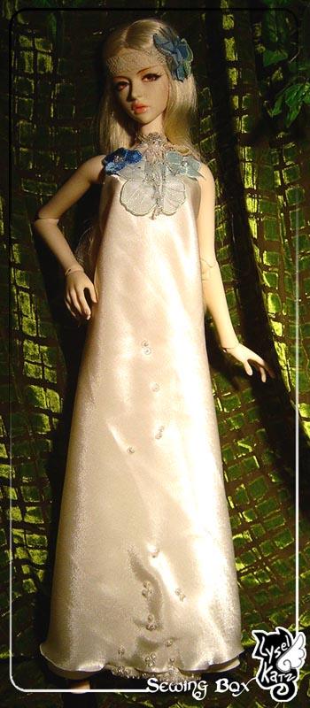 Lysel Katz sewing box > manteau acidulé & flashy p8 LyselSb_camelia-whitedress01s